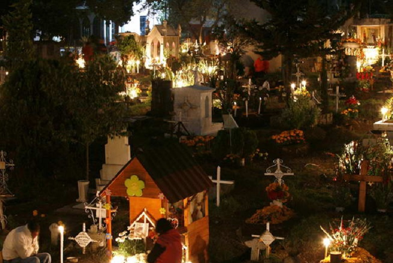 「chile sleeping at cementery new years」の画像検索結果