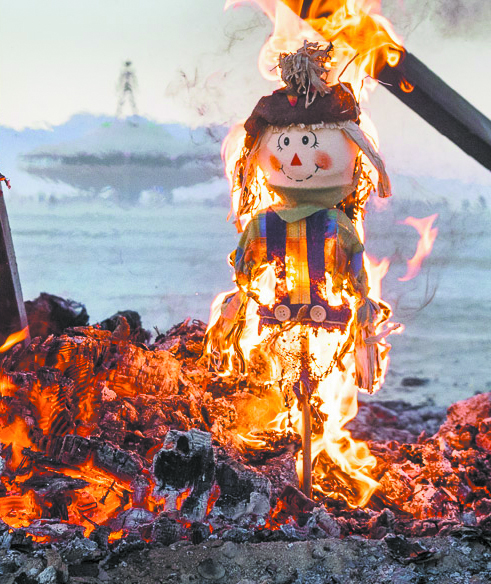 8 New Year S Good Luck Traditions Around The World