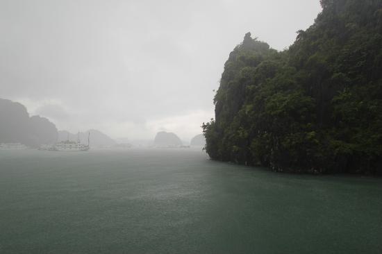 halong-bay-rain