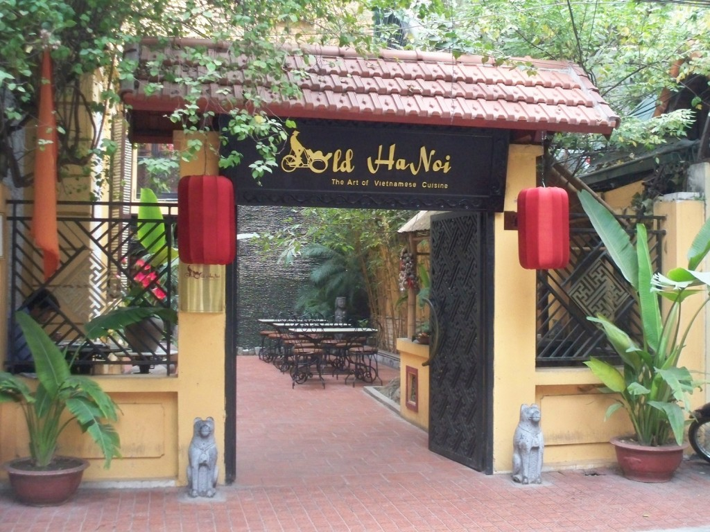 Eat-in-Old-Hanoi-restaurant