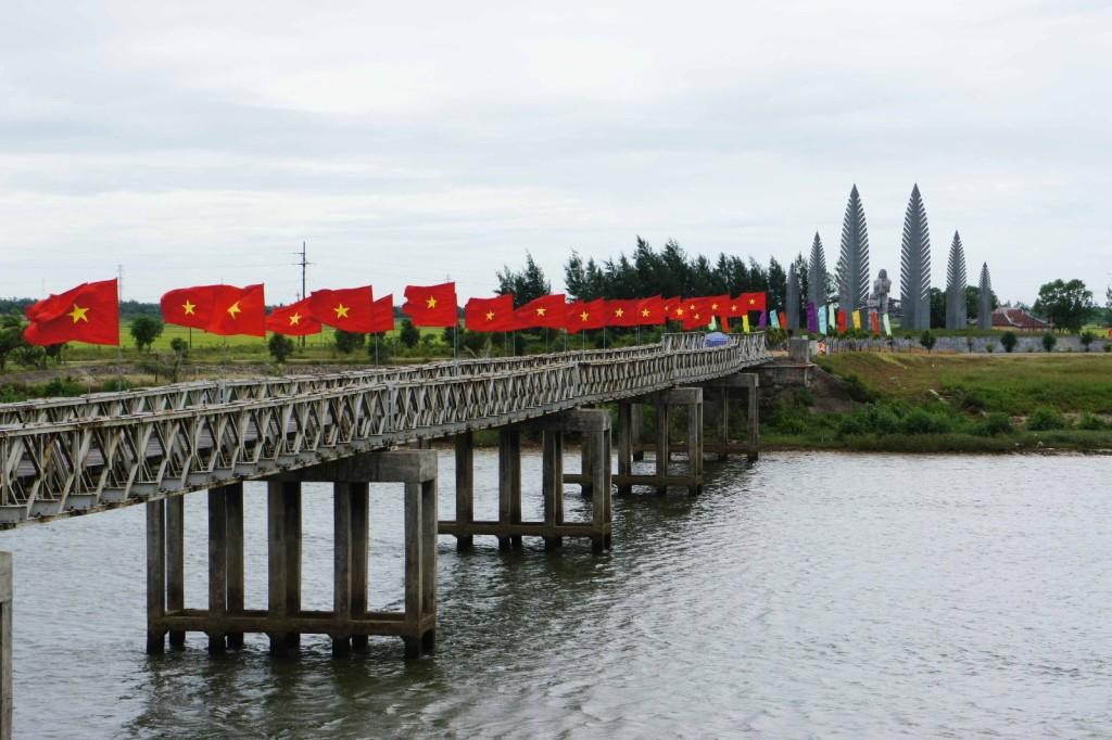 hien-luong-bridge