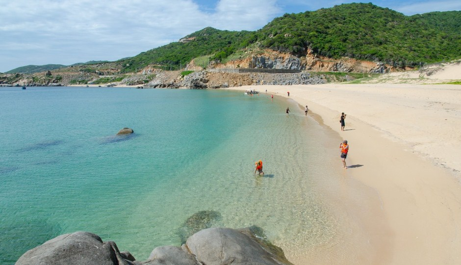 beach-on-binh-hung-island
