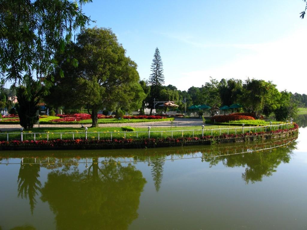 xuan-huong-lake