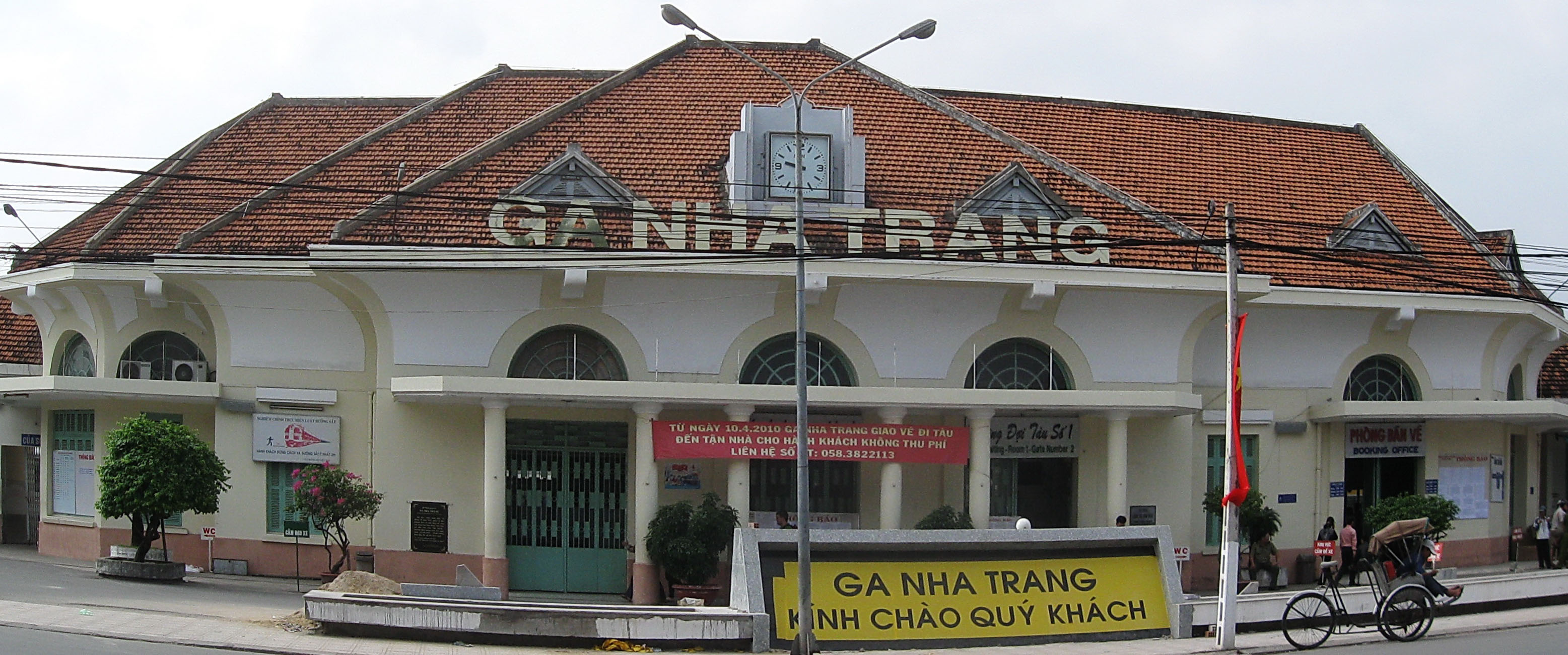 nha trang station Met 2 travellers who on arrival at the temporary bus station in nha trang was  approached by motorcycle taxis and offered to take them to their.