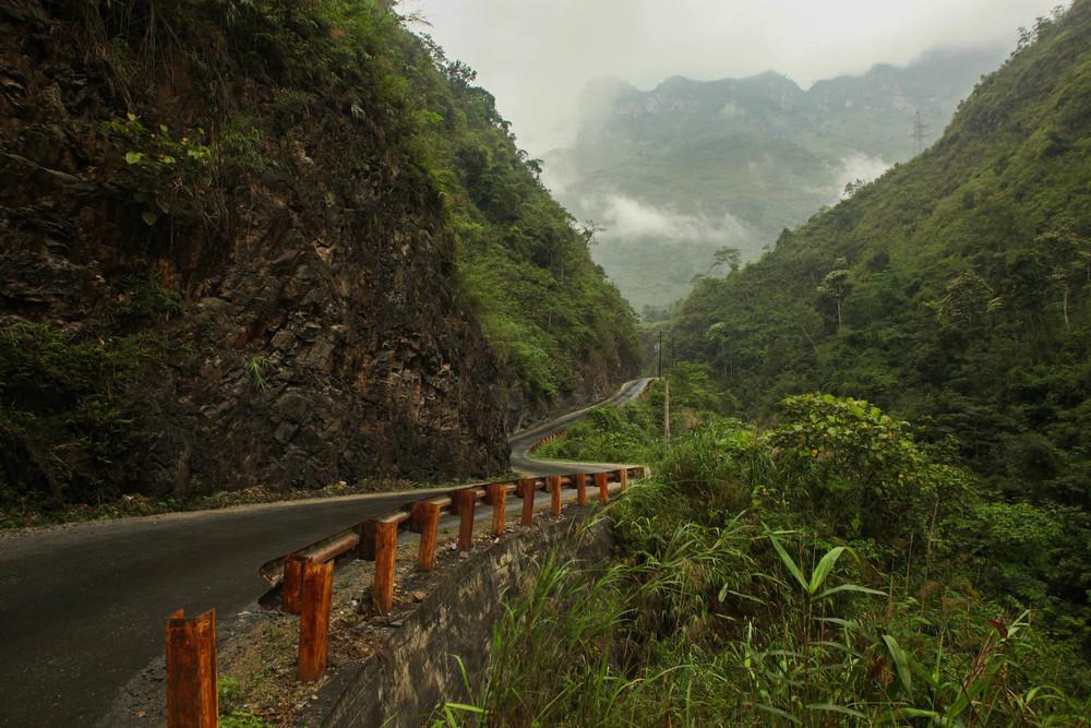 road-in-ha-giang
