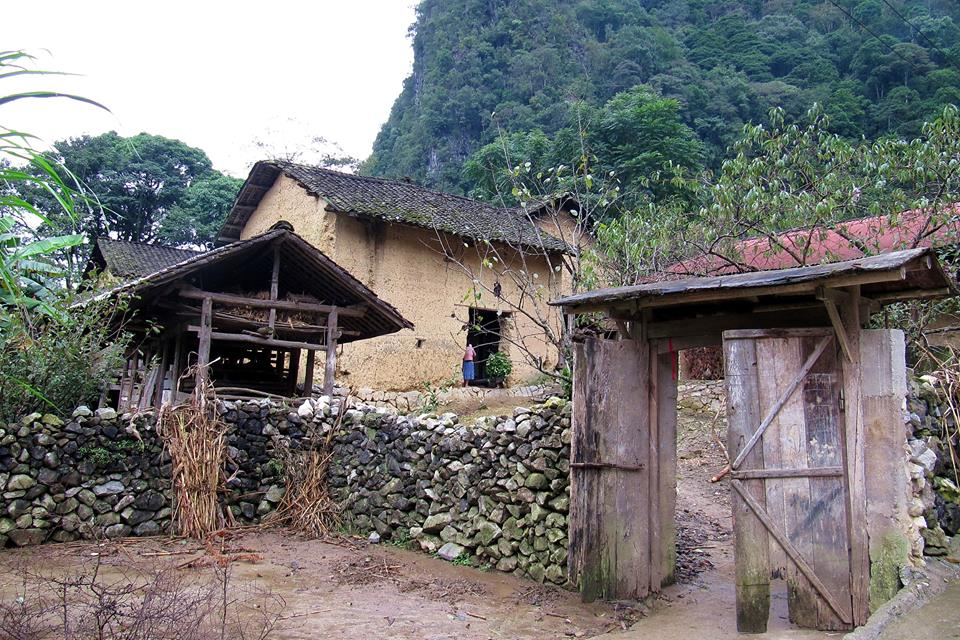 hmong-traditional-house