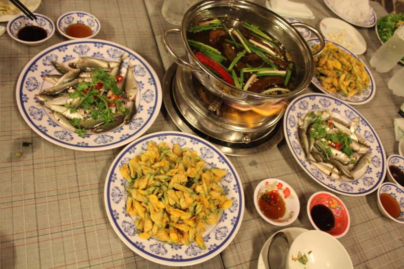linh-fish-and-dien-dien-flowers-hotpot