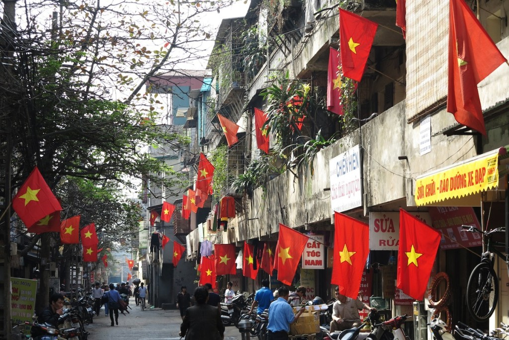 tet-and-flags