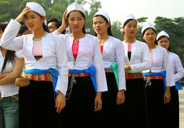 traditional-costume-of-muong