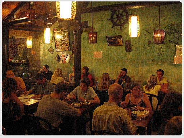 nightlife-in-hoi-an-cafe-96