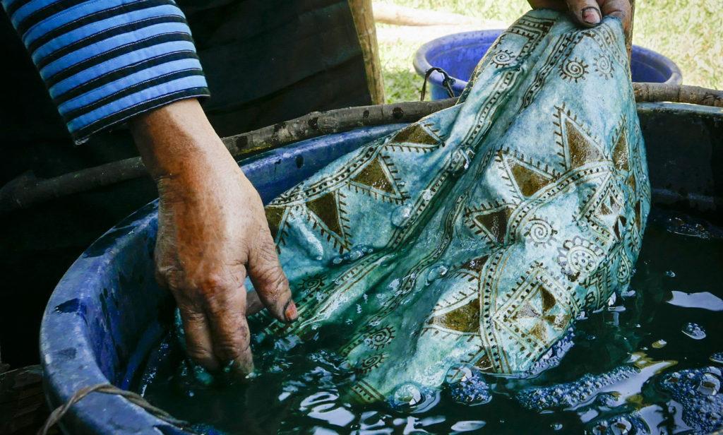 Thai women dye fabrics picture taken by vietnamvisa-easy